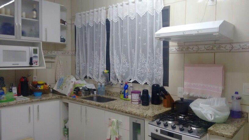 Cozinha da casa do alceu e da suelem. pia e janela. cortina ...