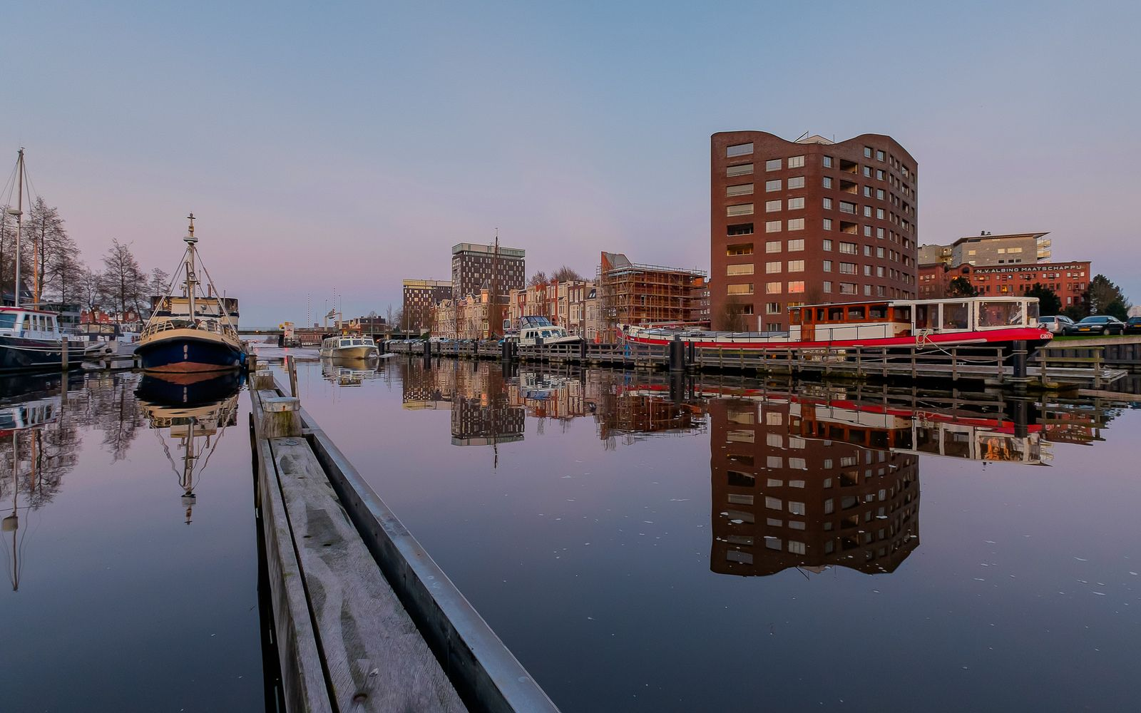 https://flic.kr/p/Fuy7Zm | Groningen Oosterhaven | Taken in Groningen, The Netherlands.  Fuji X-E2 + Fujinon 10-24mm at 10mm, f/5,6, 1/20 sec. exposure at ISO800.  Thanks to everyone who takes the time to comment and/or fave.  © Koos de Wit All rights reserved. Please don't use this image without my permission. www.koosdewit.nl