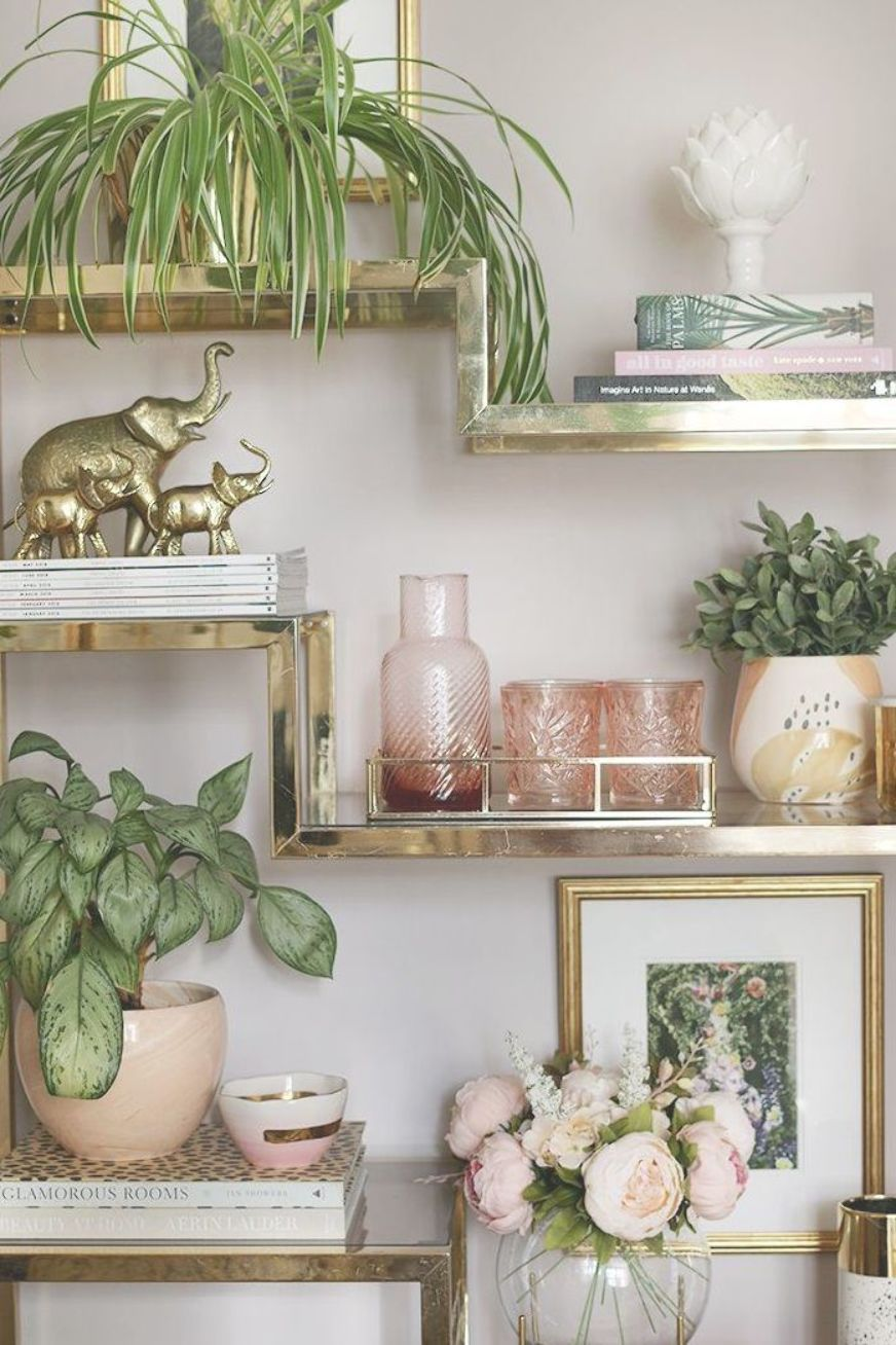 shelf styling - how to create a cohesive theme with accessories in your home #backyardmakeover