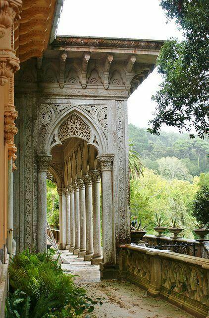 Sintra, Portugal ist ein magischer, mysteriöser Ort, an dem Mensch und Natur in einer perfekten Harmonie leben, und von der UNESCO als Weltkulturerbe eingestuft wurde.