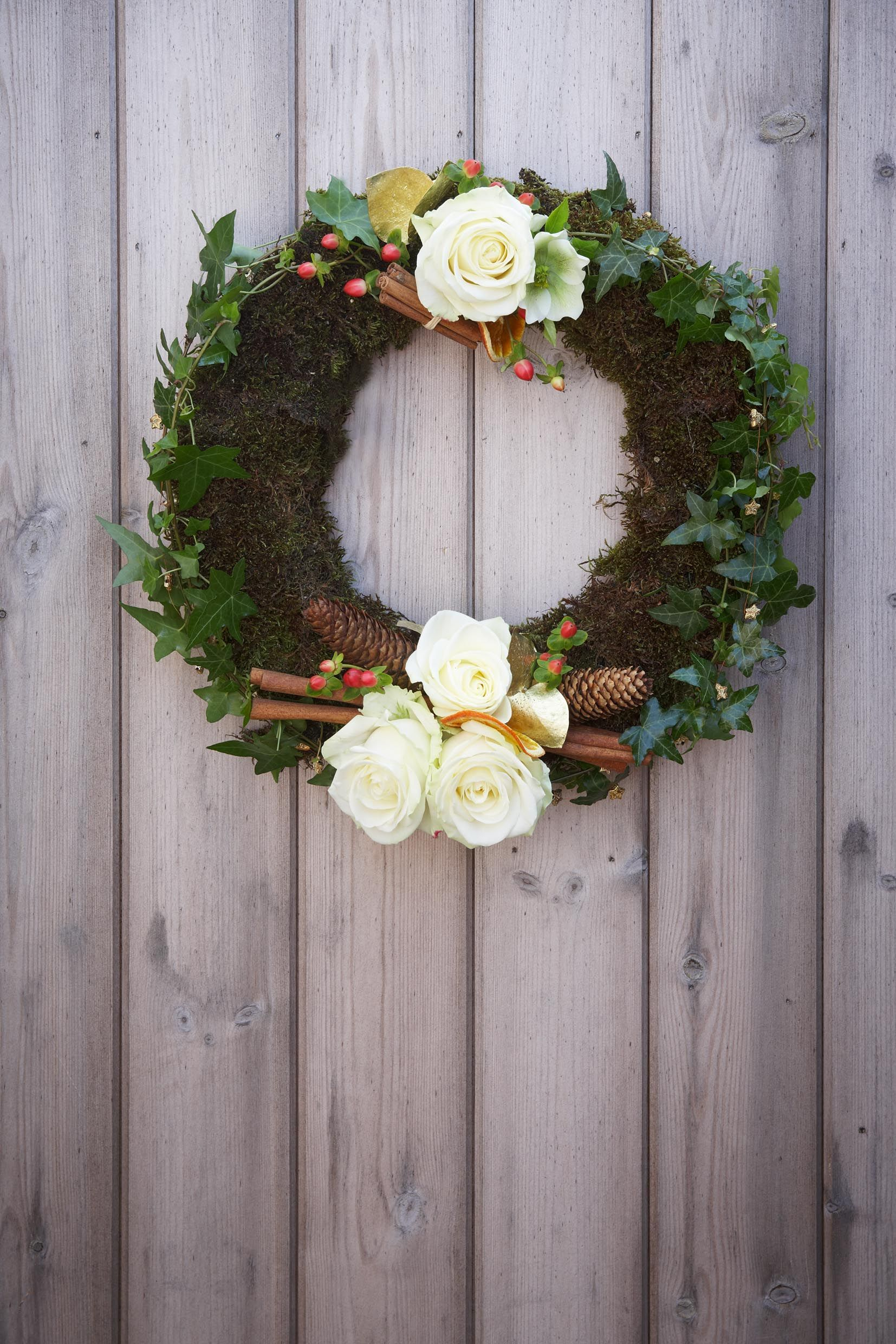 Pin by Interflora on Christmas Wreaths Christmas wreaths