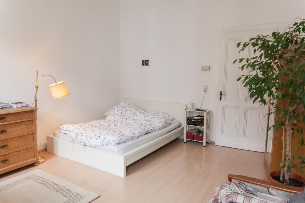Ein Ruckzugsort Im Alltag Ist Dringend Notig Bett Altbau Wgzimmer Wg Zimmer 1 Zimmer Wohnung Haus