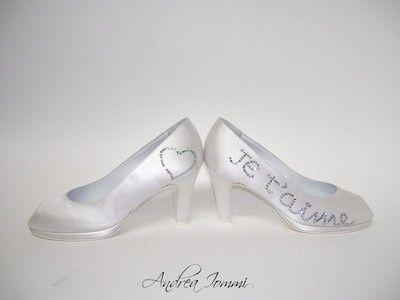 """scarpe da sposa con """"dedica allo sposo"""" realizzata con cristalli Swarovski.   www.andreaiommi.it"""