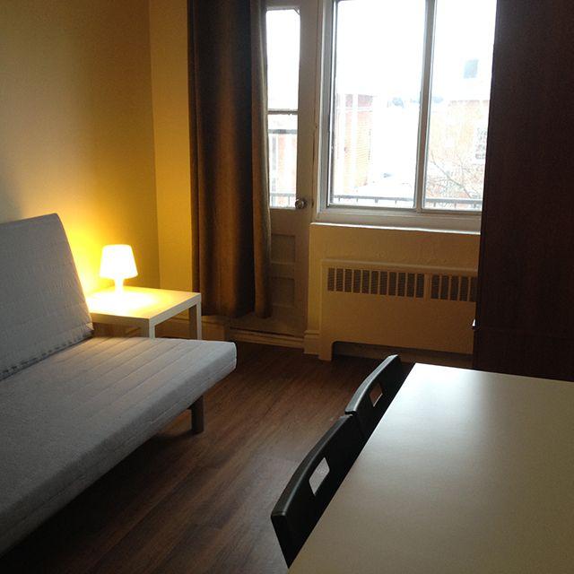 Appartement 2½ à louer sur la rue Berri Montreal Furnished