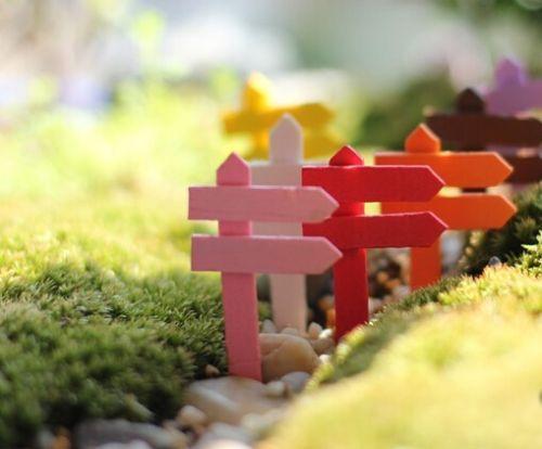 Family-Miniature-Wood-Signpost-for-Terrarium-Moss-Garden-and-Fairy-Garden