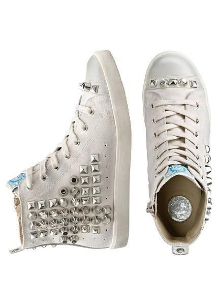 Biale Trampki Z Cwiekami Jak Wam Sie Podobaja Http Www Bonprix Pl Kategoria 1224 Obuwie I Dodat Chic Shoes Chuck Taylor Sneakers Converse High Top Sneaker