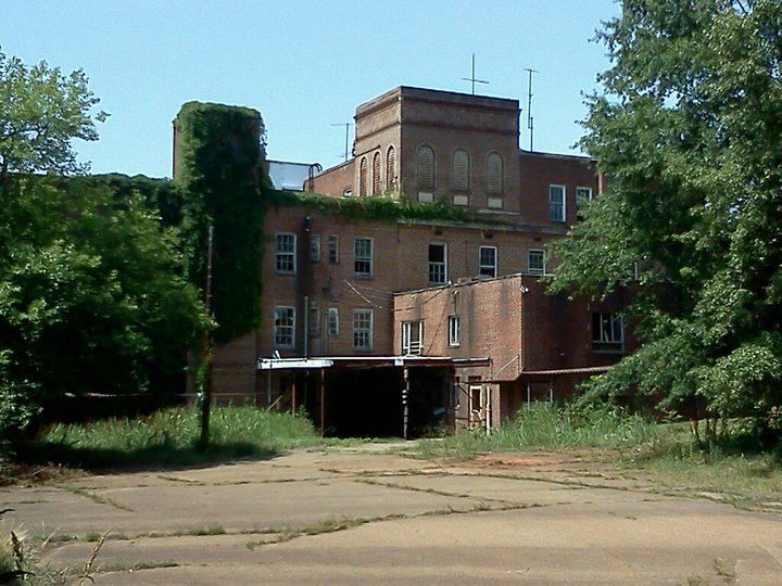 8 Haunted Places in North Carolina That Will Give You the