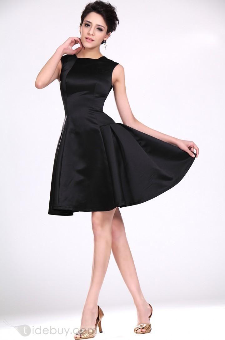 Modelos de vestidos cortos en color negro