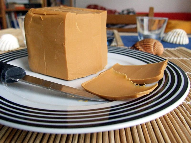 Pinner Says Brown Cheese It S Called Brunost In Norway And It S A Caramelized Goat Cheese It Literally Ta Norway Food Norwegian Cuisine Scandinavian Food