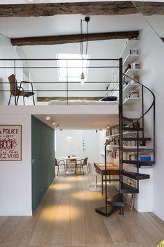Duplex à Paris   projets   www.lieu-dit.com. Escalier en colimaçon en métal par Escaliers Décors® (www.ed-ei.fr). Aménagement d'un duplex Maubert-Mutualité Paris 2014. Agence d'Architecture d'Intérieur Lieu-Dit