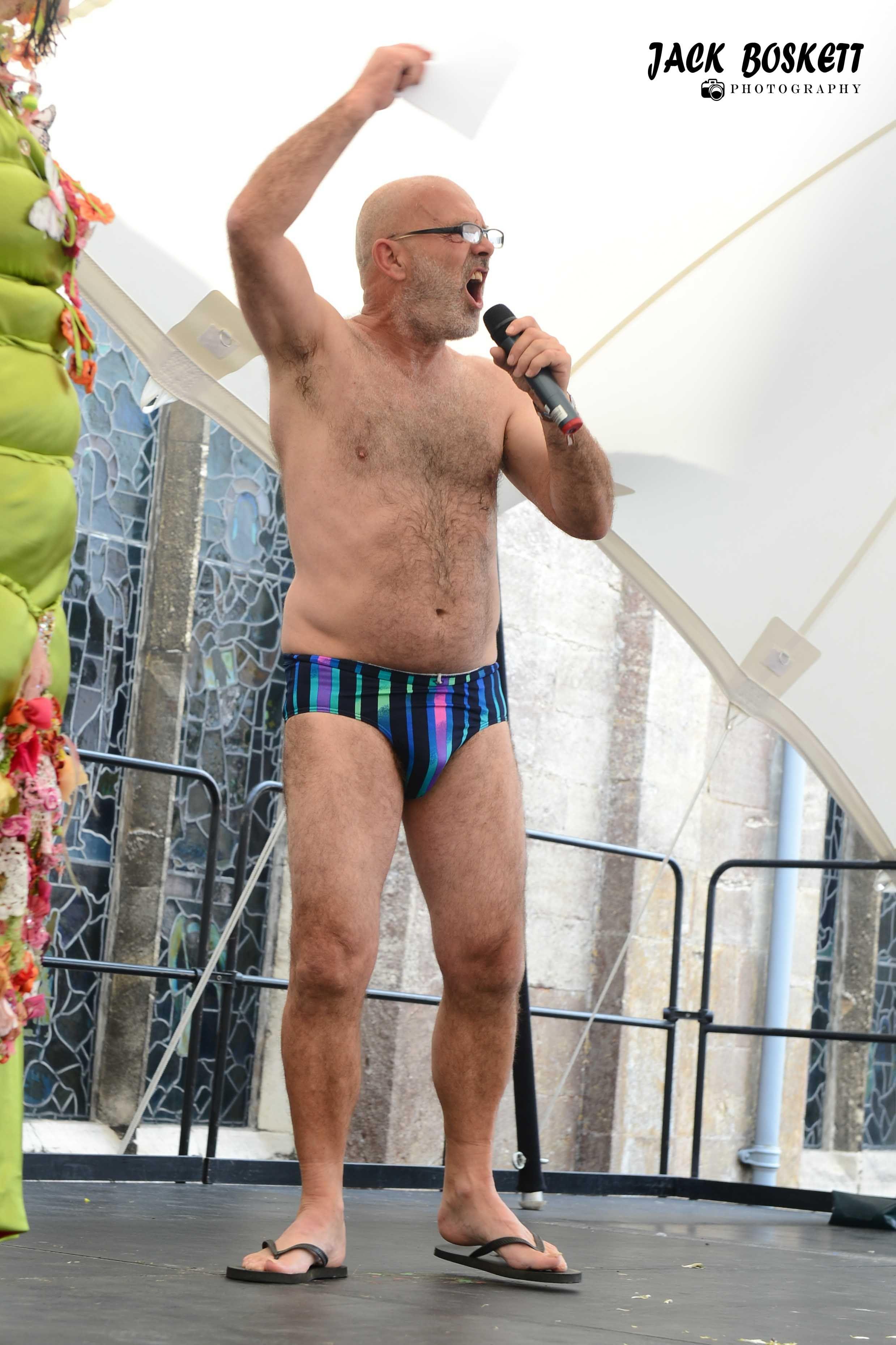 celebs wearing nude flip flops