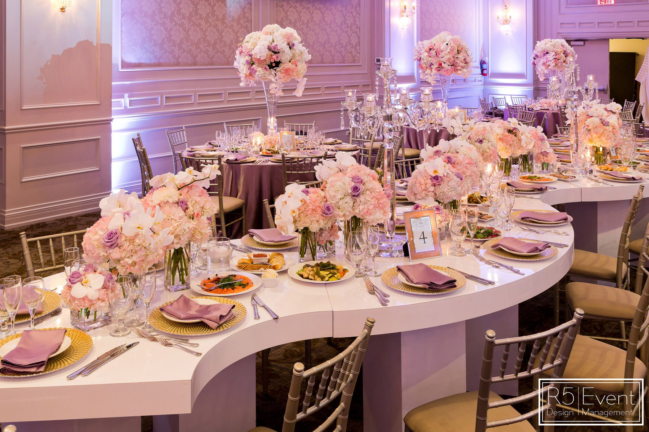 Gorgeous wedding with snake tables & flower arrangements! By R5 ...