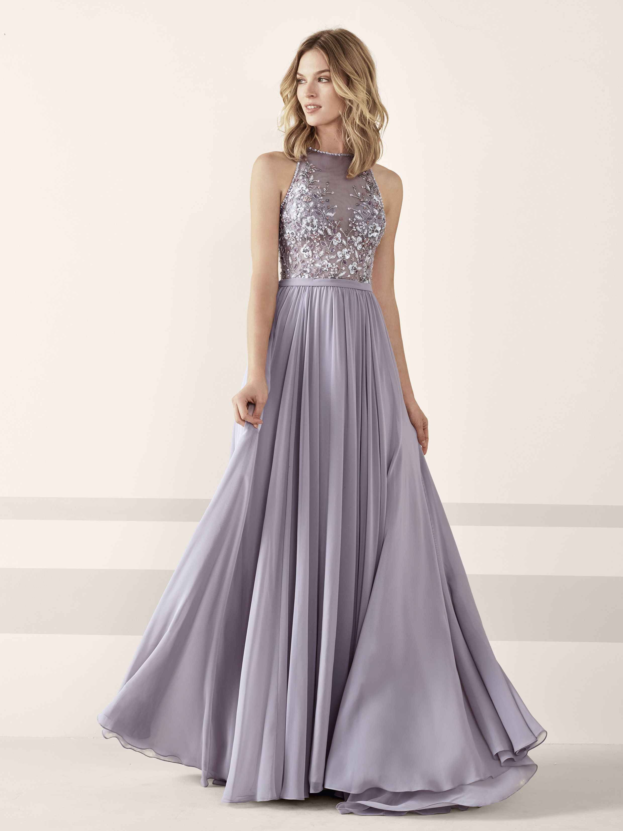 New Pronovias 2019 Party Collection dresses and gowns. Read on to see all  the amaxing designs! Nueva colección fiesta Pronovias 2019. c8a451e4a377