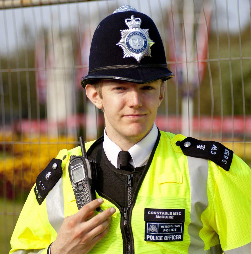 English Policeman at Buckingham Palace | Men in uniform