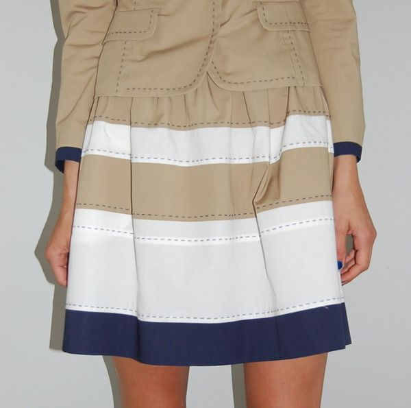 Adorable stitched layer skirt by Philosphy di Alberta Ferretti