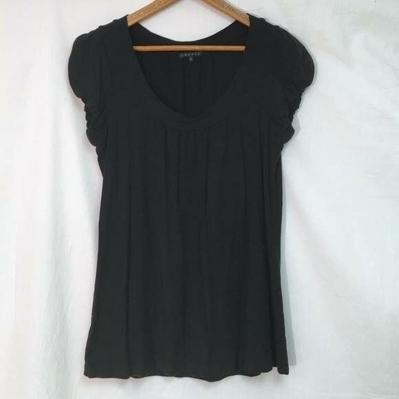 THEORY $109 Stretch Scoop Neck Tee Sz Small Excellent condition! Gathered slight puff sleeves and scoop neckline. Theory Tops Tees - Short Sleeve