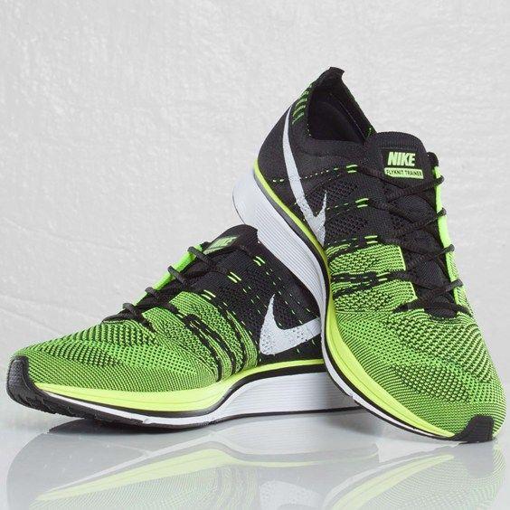 Nike Flynit Trainer Volt Sneakers (Volt/Black)