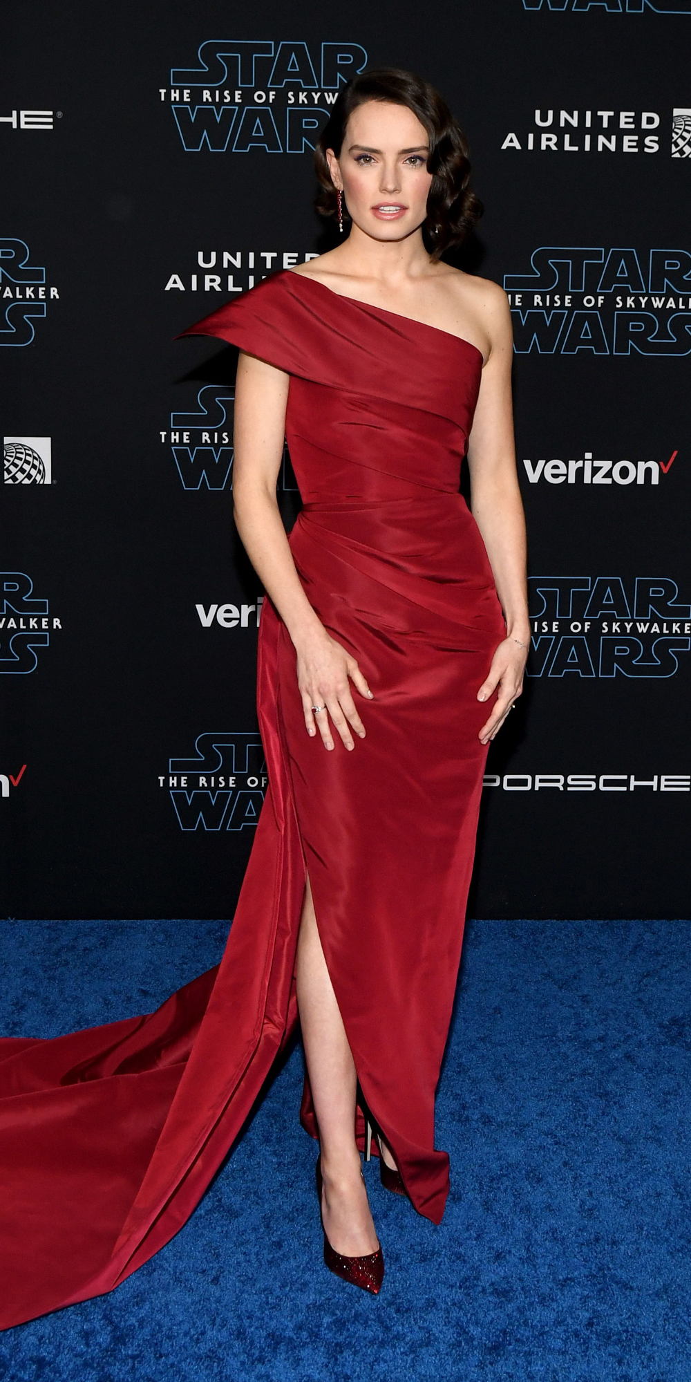 Look Of The Day In 2020 Daisy Ridley Star Wars Nice Dresses Fashion