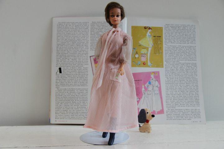 Deze prachtige vintage Barby Nighty Negligee set is TE KOOP bij Zolderwinkel.nl  #Vintage Barbie Mattel