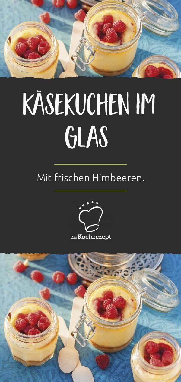 Käsekuchen im Glas mit Himbeeren
