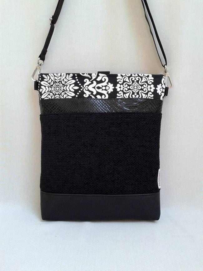 24dda3a32c Ez a fantasztikus Cross-bag táska hátizsákká is alakítható! A fekete erős  buklészövet és