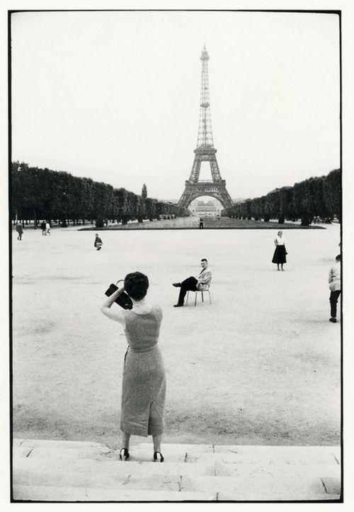 Willy Ronis - Paris, 1950's. S)