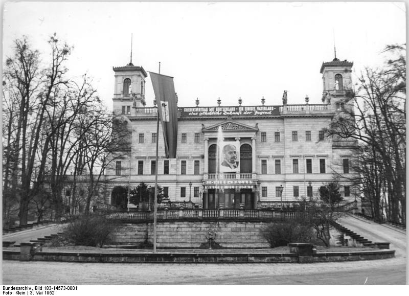 Bundesarchiv Bild 183 14573 0001 Dresden Pionierpalast Schloss Albrechtsberg Dresden Wikipedia Dresden Bild Dresden Bilder