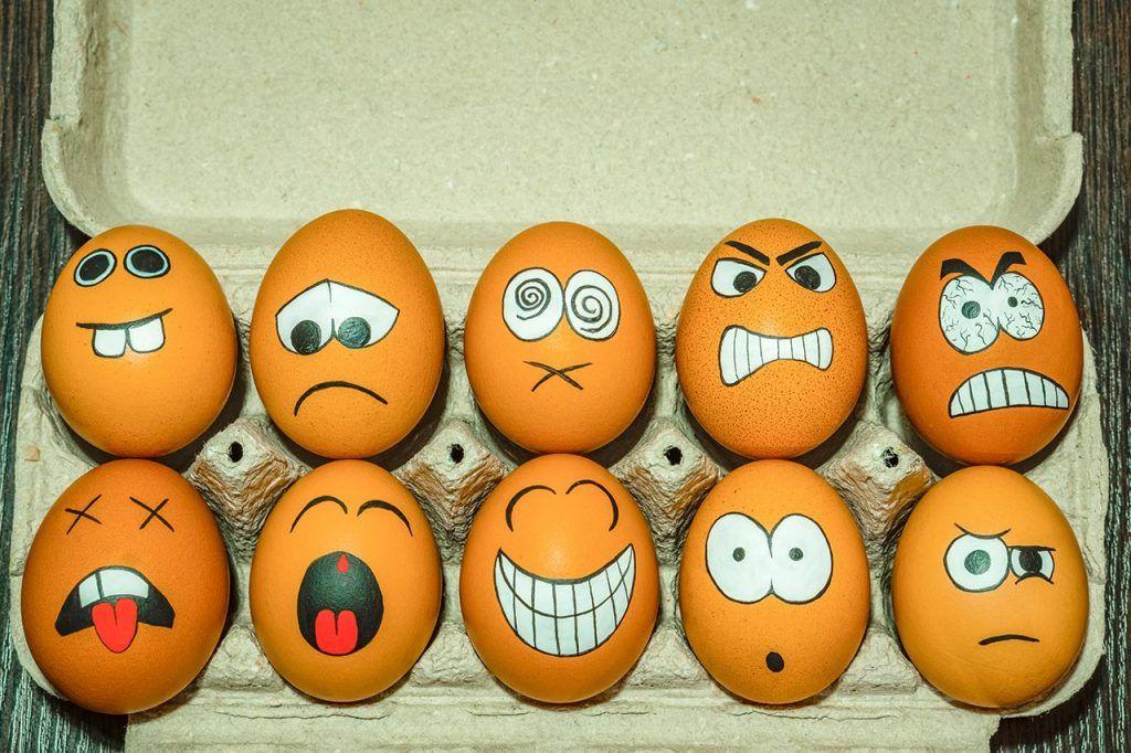 Schnelles Ostereier DIY: Lustige Eier bemalen stat
