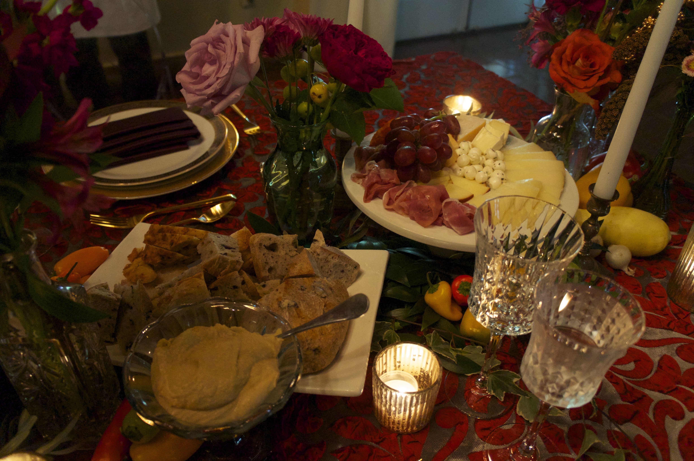 Gorgeous Family Style Table Setting | Villa Woodbine | Pinterest