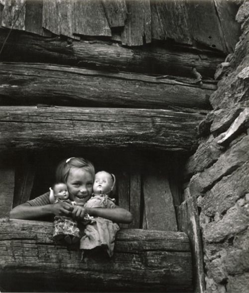 W. Eugene Smith - Child Hugging Her Dolls,1947