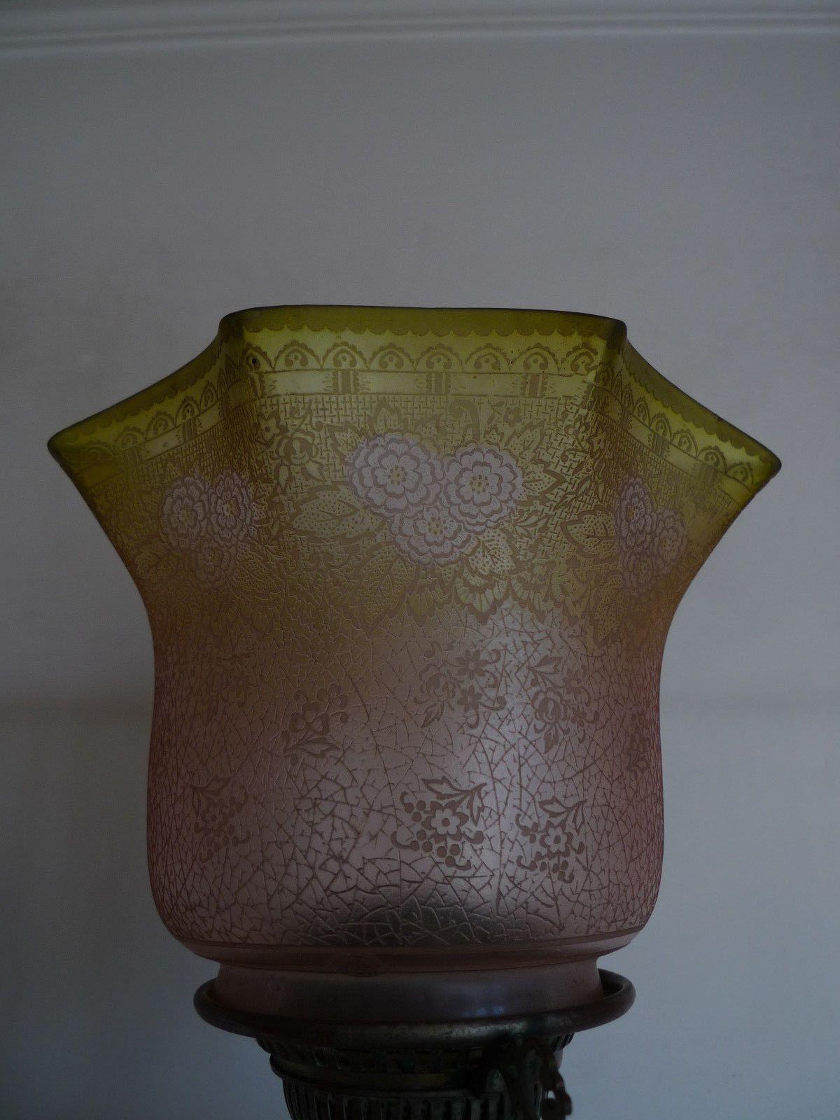 Szczegoly O Ancienne Grande Tulipe Lampe A Petrole Cristallerie De Krasna Old Lamp Shade Lampy