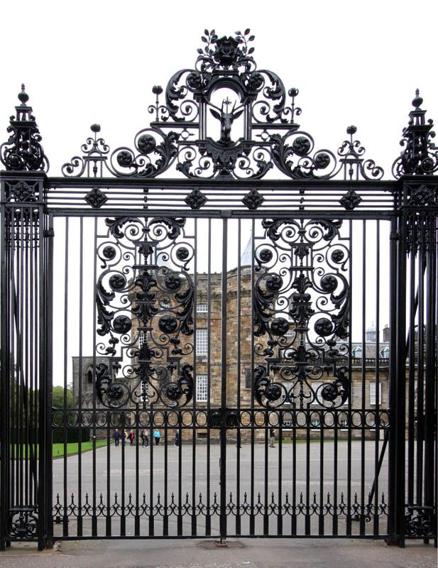 Iron Gates With Luxury Design For Impressive Main Gate Entrance