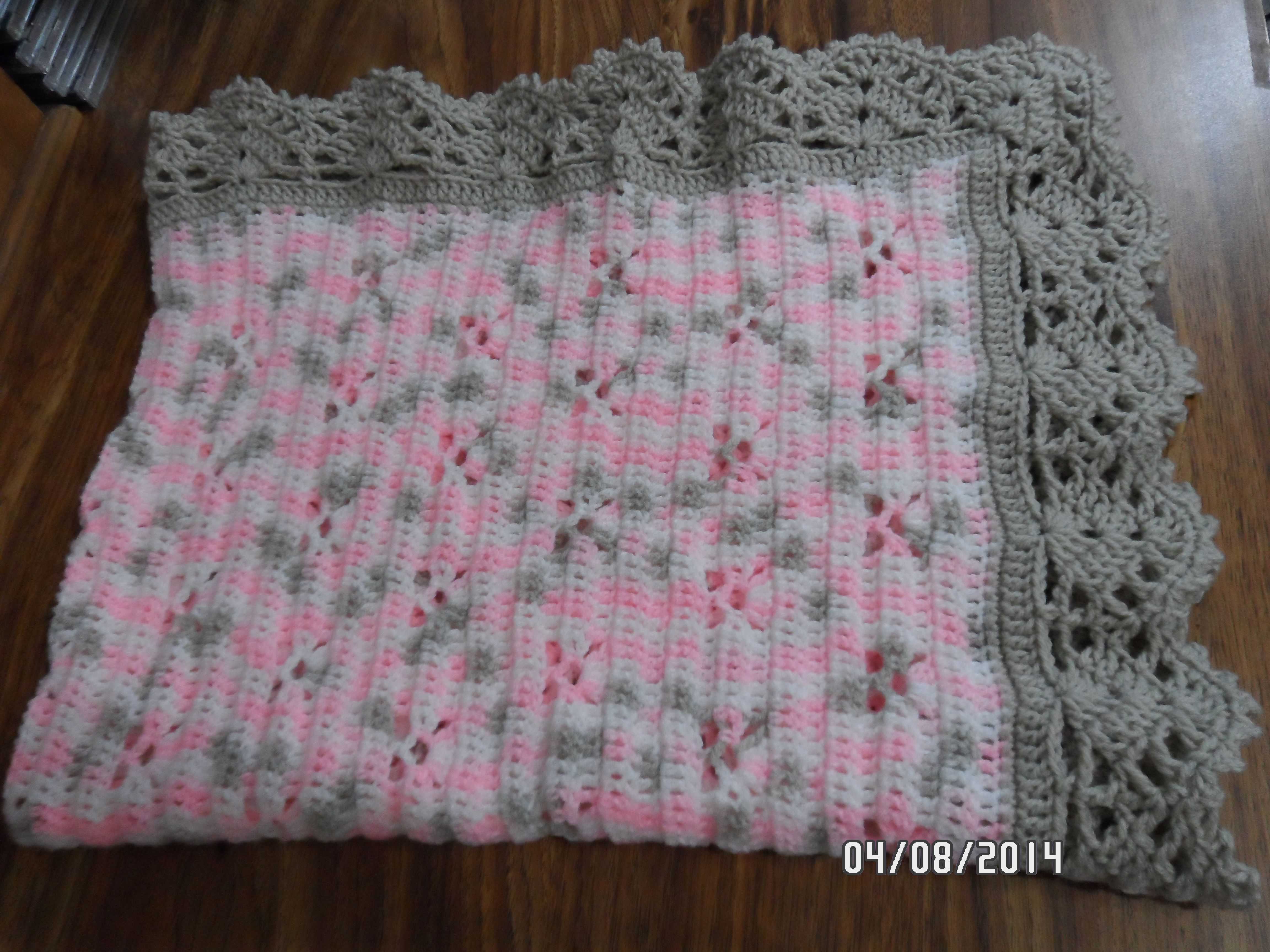 Baby blanket using Bernat Baby Sport Blossom and Taupe. The border ...