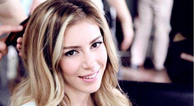 Sinem Kobal Makyajsiz Yakalandi Unluler Selena Yuzler