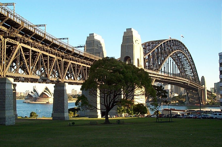 Lovely saturday afternoon picnic with DC, under the Harbour Bridge...THIS side of course.