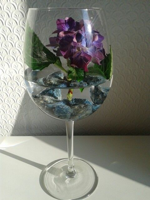 Elegant Amp Easy Flower Arrangement In A Wine Glass With