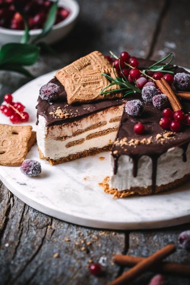 Christmas ice cream cake with speculoos gluten free Christmas ice cream cake with speculoos gluten free