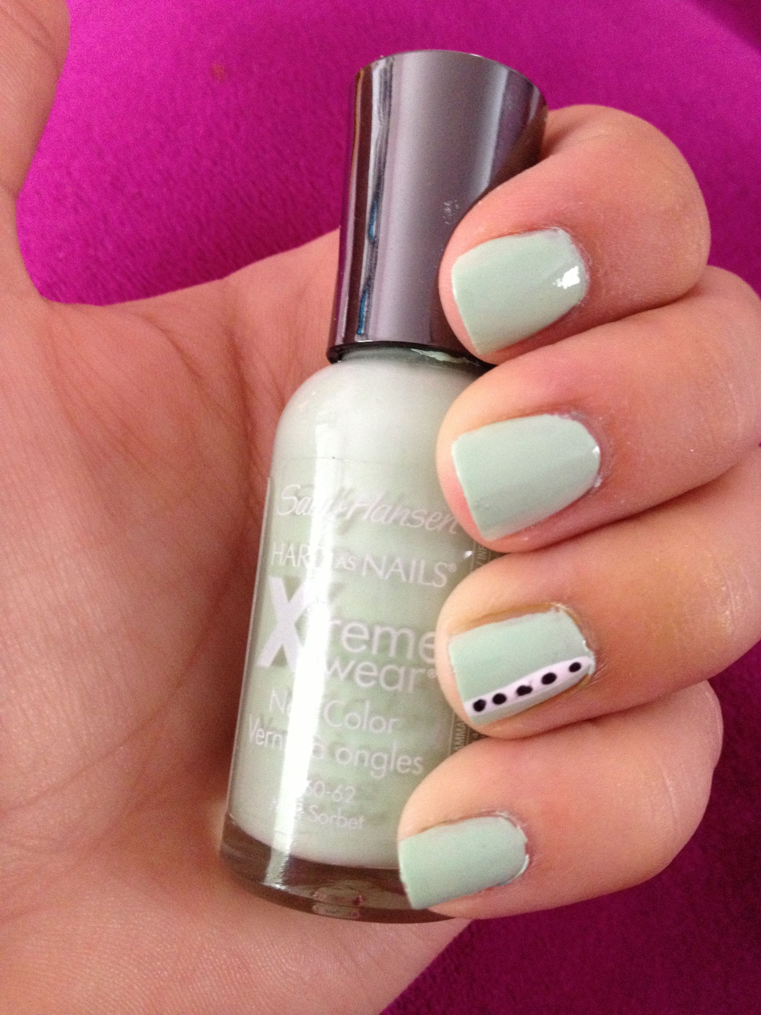 Mint dotted nails