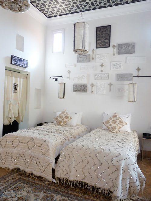 dormitorio-hotel-blanco-decoracion-marroqui.jpg 500×667 piksel