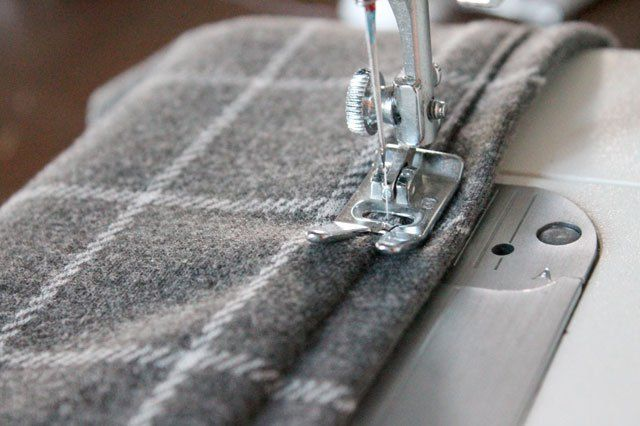 how to hem knits without a serger renegade seamstress sewing hacks sewing projects serger. Black Bedroom Furniture Sets. Home Design Ideas