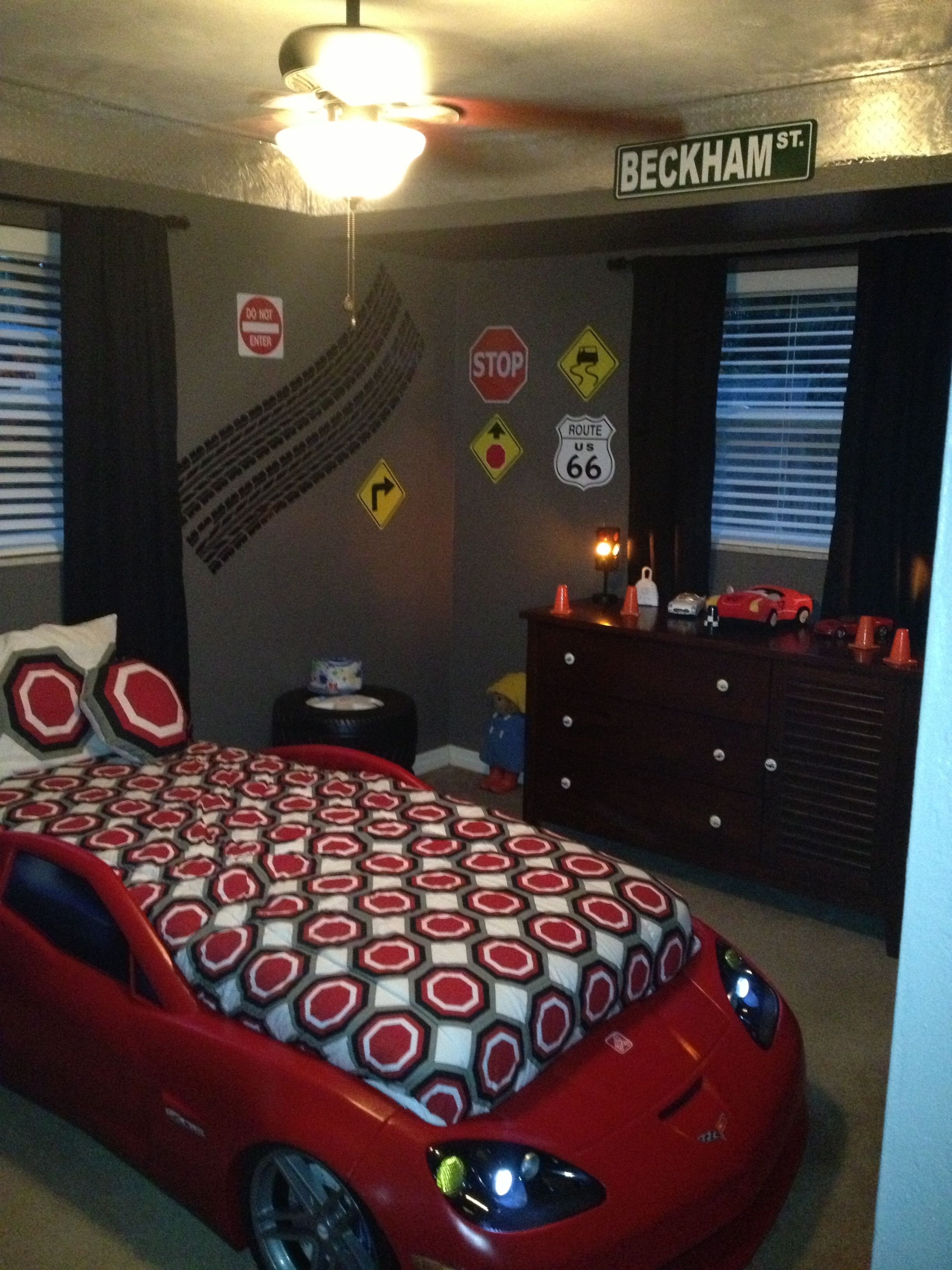 Toddler boys room- this is cute and simple. love that fact that its simple. less is more.