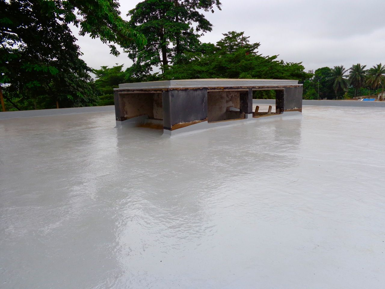 Concrete Roof Waterproofing With Alchimicas Products In Cameroon Aquadur Primer Has Been Chosen To Strengthen Adhesi Roof Waterproofing Concrete Roof Concrete