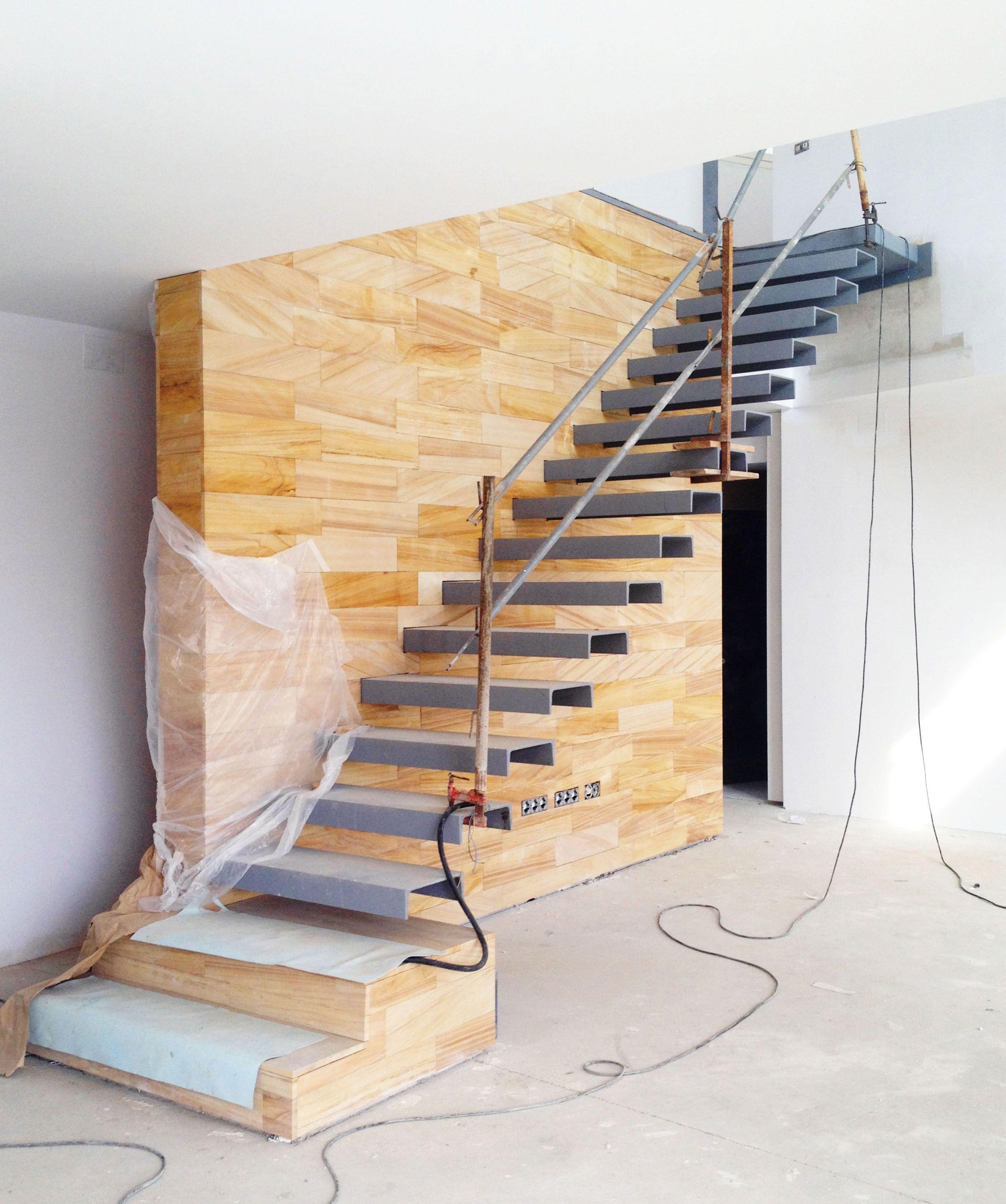 Casa e 08023 arquitectos barcelona ya hemos acabado - Pintar la casa ...