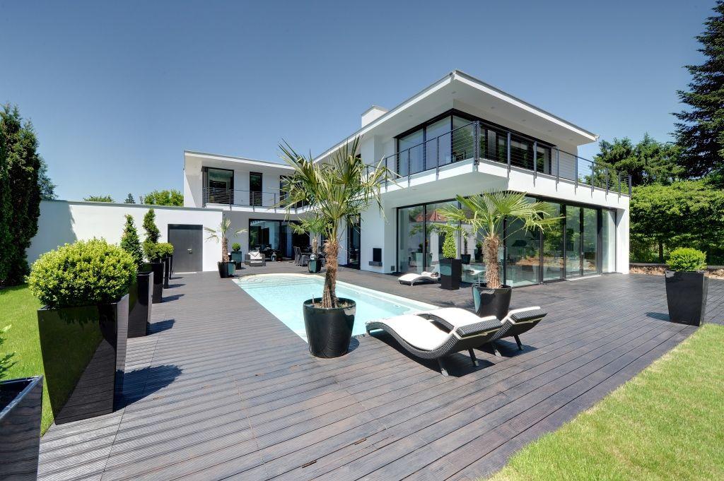 Pin Von Quartier Acht Auf Hauser Villa Mit Pool Haus Architektur Architektur