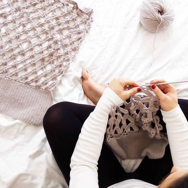 """Tarde de lunes en """"modo araña""""  #blog #blogger #puntxet #puntxetatope #etsy #etsyseller #etsyshop #etsylove #crochet #crocheteando #ilovecrochet #crochetlove #instacrochet #knit #knitting #iloveknit #iloveknitting #knitlover #instaknit #handmade #handmadewithlove #hechoamano #handmadeisbetter #business #littlebusiness #knittersofinstagram #knitstagramers #best_knitters #i_loveknitting #knitting_inspiration"""