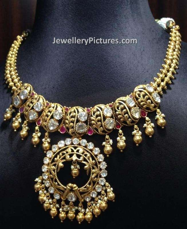 Beautiful gold necklace models are showcased | Traditional ...
