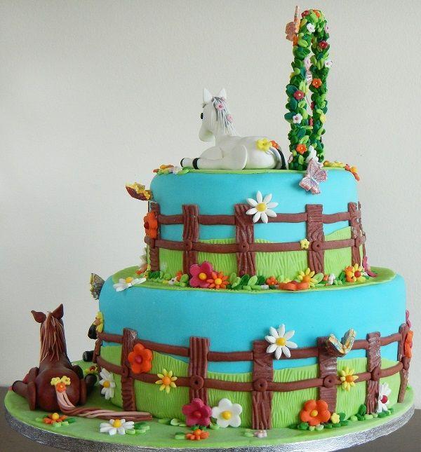 Horse birthday cake, 2 layers