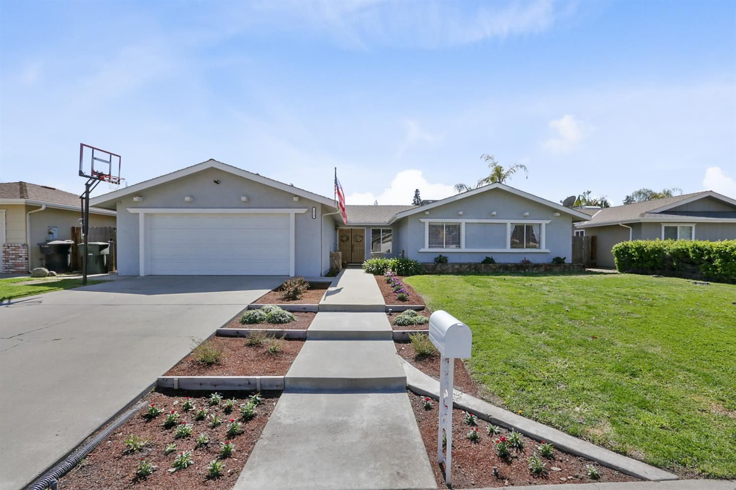 Home For Sale At 3619 W Cherry Ave Visalia Ca 93277 274 900