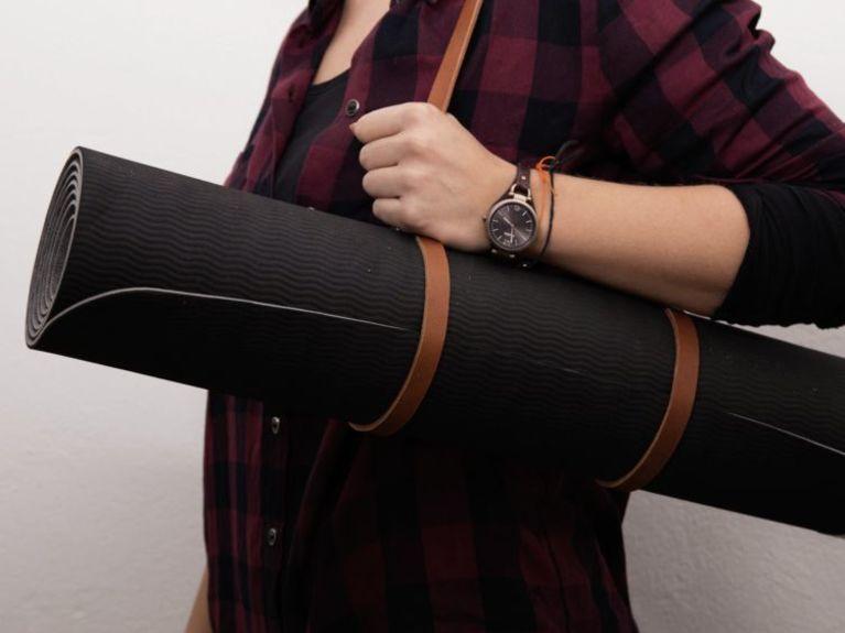DIY-Anleitung: Leder-Tragegurt für Yogamatte in 5 Minuten selber machen via DaWanda.com
