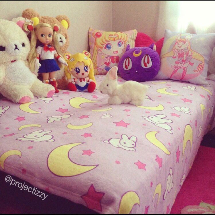 Sailor Moon Usagi Bed Sheets And Pillows This Is How My Room Is Looking So Far I Absolutely Love It Going For A Pastel Otaku Room Kawaii Room Kawaii Bedroom